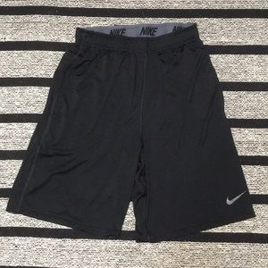 ✅ NIKE Men's Athletic Shorts Size M Black Pockets